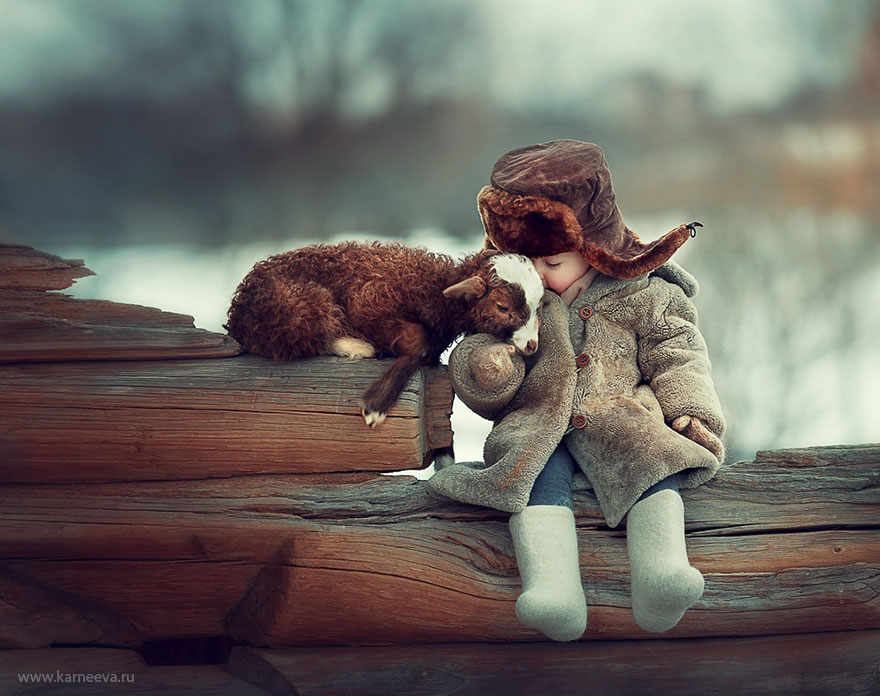animal-children-photography-elena-karneeva-882__880